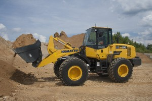 The new Komatsu WA200-7 wheel loader replaces both the WA200-6 and the WA200PZ-6. The new model features improved efficiency, lower fuel consumption, a comfortable operator compartment and serviceability to help maximize productivity and lower operating costs.