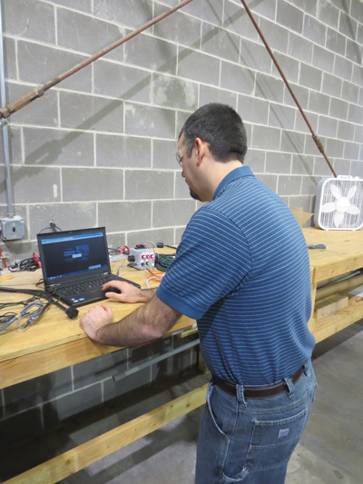 An Aegion employee uses an LMU4225 telematics system.