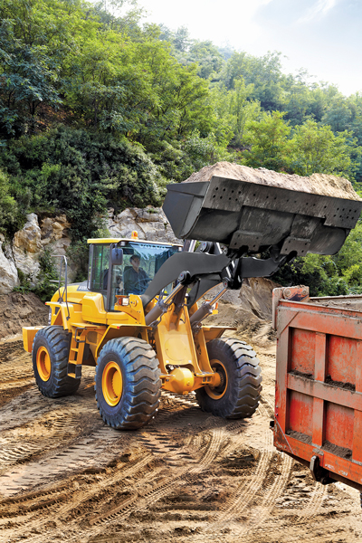 With 2015 pipeline construction forecasts projecting a soft year, contractors may be more selective in their hiring compared to recent years. For wheel loader operators especially, owners must examine several facets of the candidate's background and behavior before entrusting them with the machine.