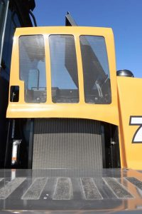 The 521G through the 921G wheel loaders include the CASE-exclusive mid-mounted cooling module. The design allows the engine to be positioned lower and further back into the machine, improving weight distribution and stability, and allowing for a sloped rear hood that provides improved rear visibility.