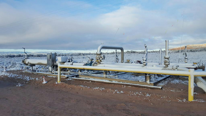 Pigging operations continue in this 12x20 pipeline despite extreme temperatures in
